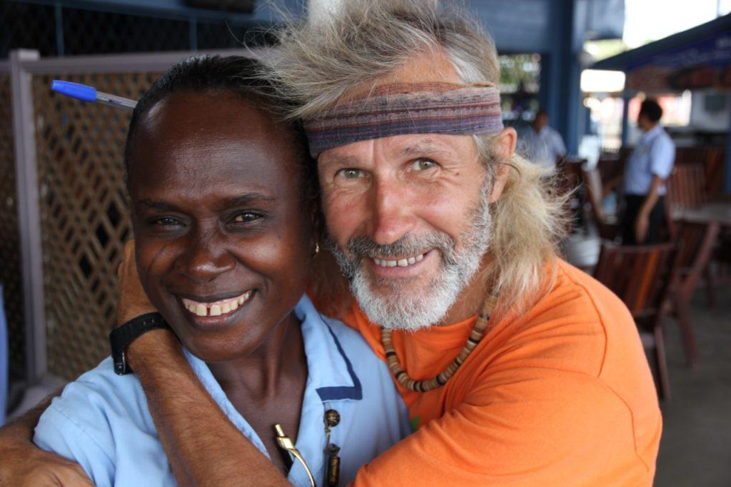 Фото с девушкой. Папуа-Новая Гвинея. Фото из личного архива Е. Ковалевского.